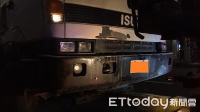 國道1號近大灣交流道掉落物 10車爆胎受損