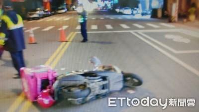 又見外送員車禍 疑女子突左轉釀禍
