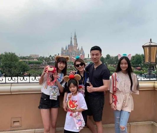 ▲小S與老公許雅鈞結婚多年,育有3女。(圖/翻攝小S IG)