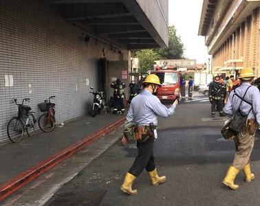變壓器毀損起火!台北車站今晨跳電