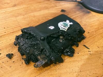 「行動電源」未使用卻爆炸竄20公分火光