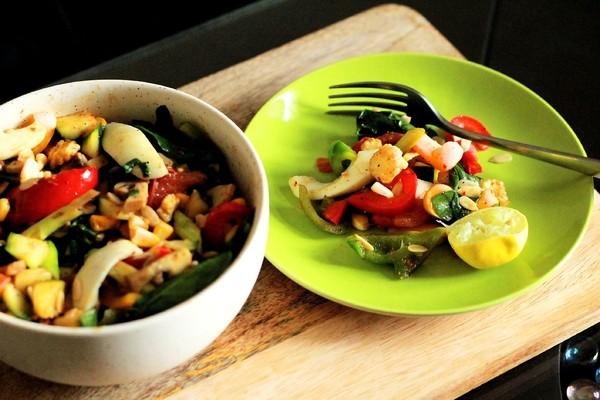 ▲▼減肥,運動,蔬菜,沙拉,上樓梯,走路,深蹲,快走。(圖/翻攝自pixabay)