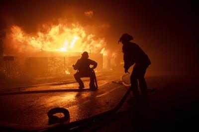加州野火延燒 桑普拉衍生財務危機