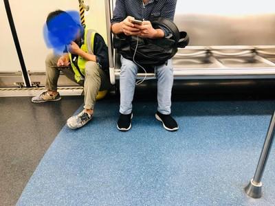 「總還有這麼古意的人」 車廂只有他坐地上心疼照曝
