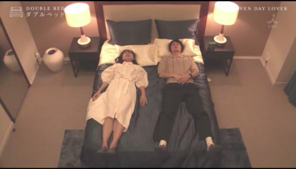 ▲▼日本實境節目《雙人床DOUBLE BED》,讓偶像演員飼貴丈與女性素人「假想戀愛」7天,一見面就睡同床。(圖/翻攝自TBS)