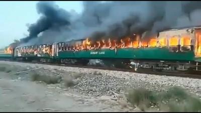 即/巴基斯坦列車大火62死