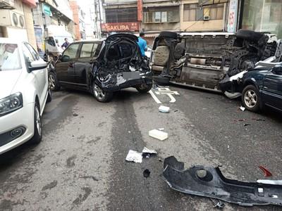 快訊/桃園八德連環追撞 2人受傷