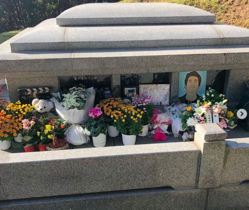 ▲▼  金柱赫去世2週年!好友齊聚墓園看他 師妹催淚:好久不見了。(圖/翻攝自IG)