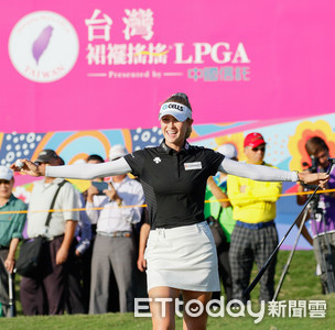 裙襬搖搖LPGA台灣賽科達3桿領先