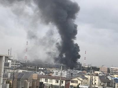 埼玉火警鄰近公路 黑煙竄天擋駕駛視線
