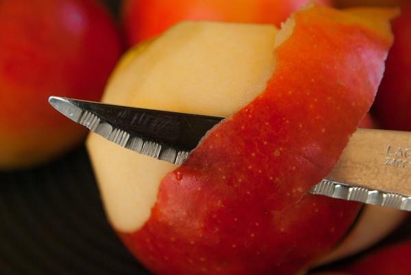 讀大學5年沒回家!父母吃蘋果「愈切愈薄」…她聽原因秒鼻酸