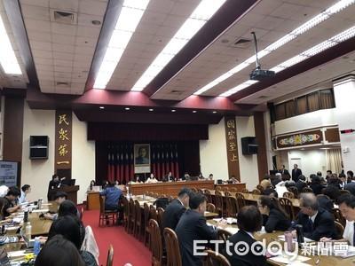 立委批財長蘇建榮「不知世上苦人多」 蘇反擊:上學是父親標會