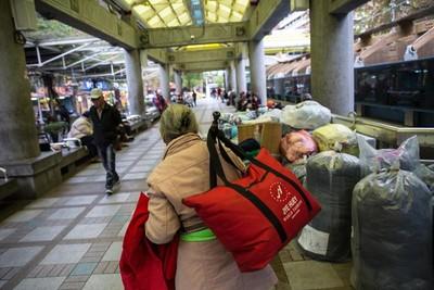 她在台北車站當「part-time 街友」