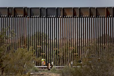 3000元電鋸 鑿穿美墨邊境圍牆