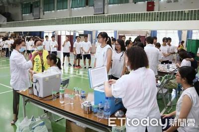 校園列第一批公費流感疫苗原因