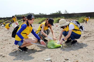 萬名「沙灘守護者」清10噸垃圾