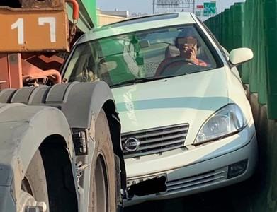 女駕駛車禍受困 網誤認是王惠美