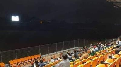 12強轉播!台南棒球場「大螢幕」變賞月