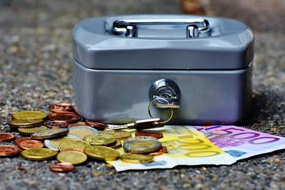 儲蓄險「無痛存錢法」曝光 滾利息累積一桶金