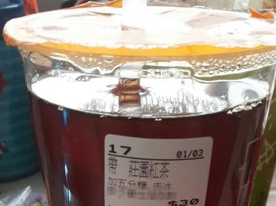 他買紅茶一看「杯身標籤」:下次用說的!我買10杯