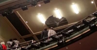 倫敦劇院天花板崩落 千人尖叫逃