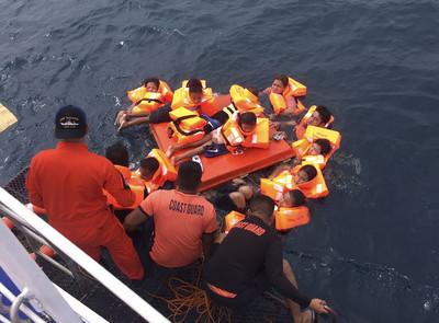 菲律賓宿霧渡輪沉 至少60人落海