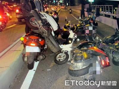 板橋浮洲橋11機車追撞6人傷