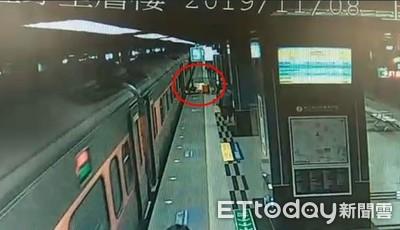 自強號到站開門又往前衝 4旅客慘摔落月台