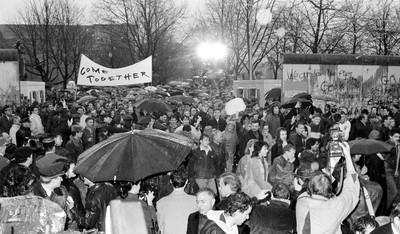 東德父帶女兒 塞美軍「後車廂」越柏林圍牆