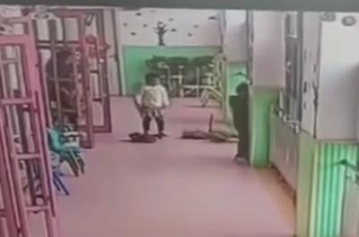幼稚園老師踹4歲女童 媽怒賞巴掌吃虧了