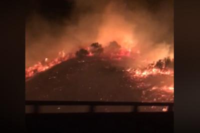 台中國道火燒山2公頃!恐怖烈焰吞山