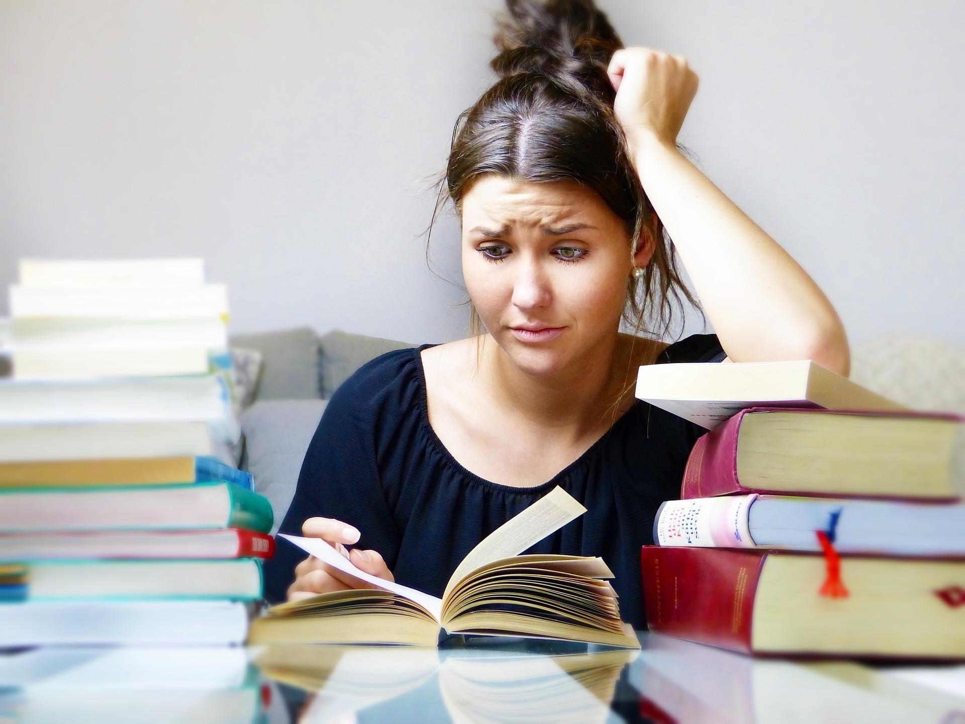 ▲▼現代人課業、工作壓力大,不少人都出現失眠、自律神經失調等狀況。(圖/取自免費圖庫Pixabay)