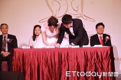 花蓮62對新人集團結婚 贈50时電視成家禮