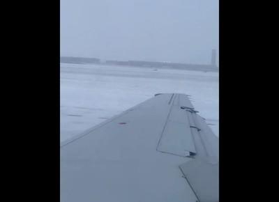 客機降落衝出跑道!38乘客驚嚇狂喊