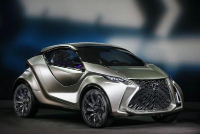 Lexus首部電動車預告11/22亮相