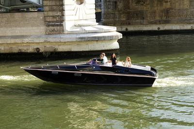 電動車退役電池怎麼處理?用來打造「黑天鵝電動船」遊塞納河