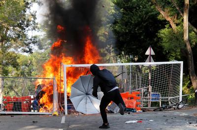 香港中大雙11攻防戰:能停止衝突的人,並不在現場