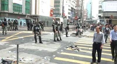 港民號召「晨曦行動」 一男清理障礙物遭暴打