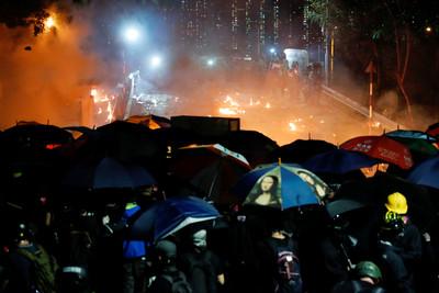 港大學衝突起 陸委會籲保障台生安全