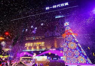 高雄夢時代15日下起白色聖誕