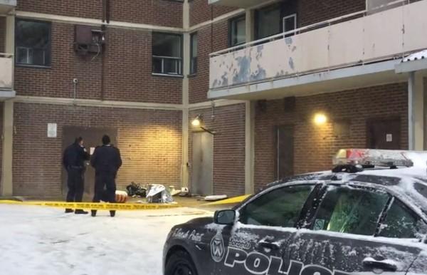 「冷氣機」從8樓掉落…砸中嬰兒車內2歲女童亡 一旁母親毫髮無傷