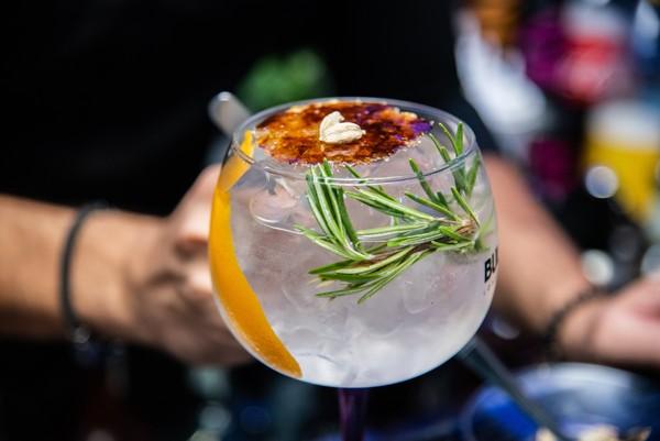 ▲5個簡單又有效的科學解酒方法。(圖/翻攝unsplash、pexels)