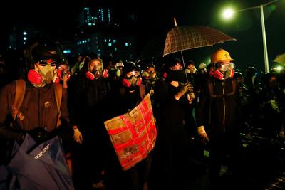 香港中大校長稱「校園遭示威者佔領」 呼籲即時撤離