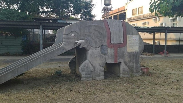 恐怖校園傳說!大象溜滑梯下藏「校長屍體」 學生嚇:我們在校長身上玩