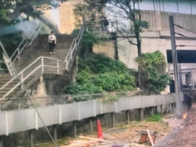 紅磡站軌道遭「投燃燒物」列車受阻!