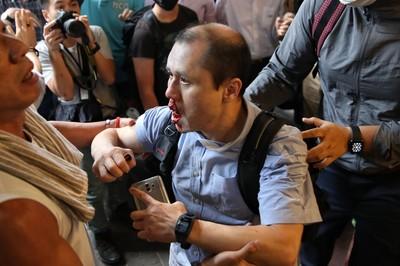 中環「和你lunch」 男罵示威者被打「滿臉血」