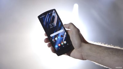 Moto經典翻蓋手機復刻版RAZA正式發表
