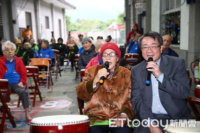 東森總裁廖尚文老人院陪爺奶尬歌