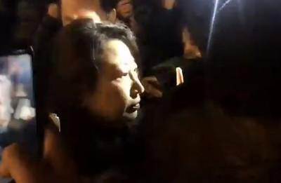 香港律政司司長「倫敦遭襲擊」 遭30民眾包圍