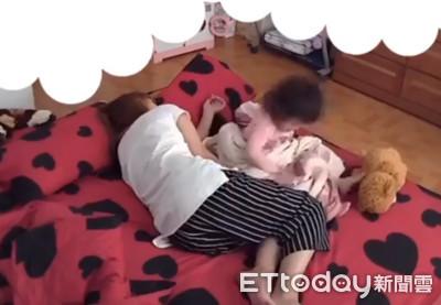 女兒睡覺「踢腳亂爬」!媽被逼哭...萬人融化
